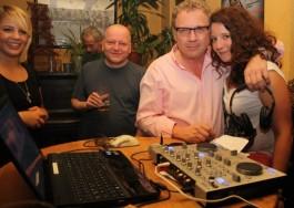 Doc Vey und sein female DJ Team