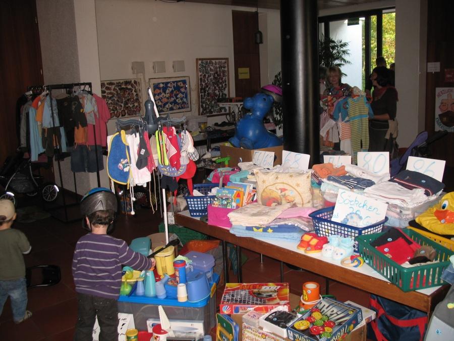 gro er kindersachen flohmarkt der evangelischen bonhoeffer kirchengemeinde fulda am samstag den. Black Bedroom Furniture Sets. Home Design Ideas