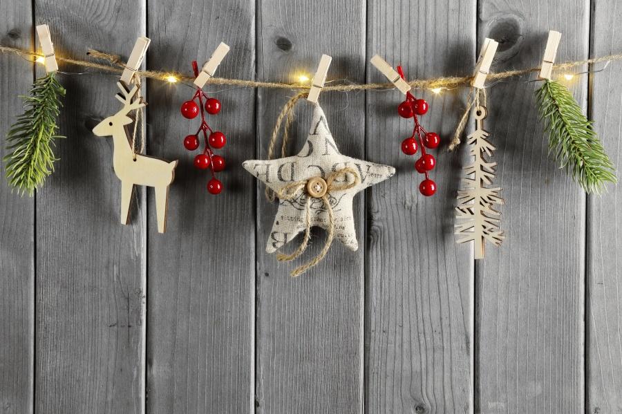 Weihnachten+Girlande+Hirsch+Zweig+Holz+iStock_000048986788_klein