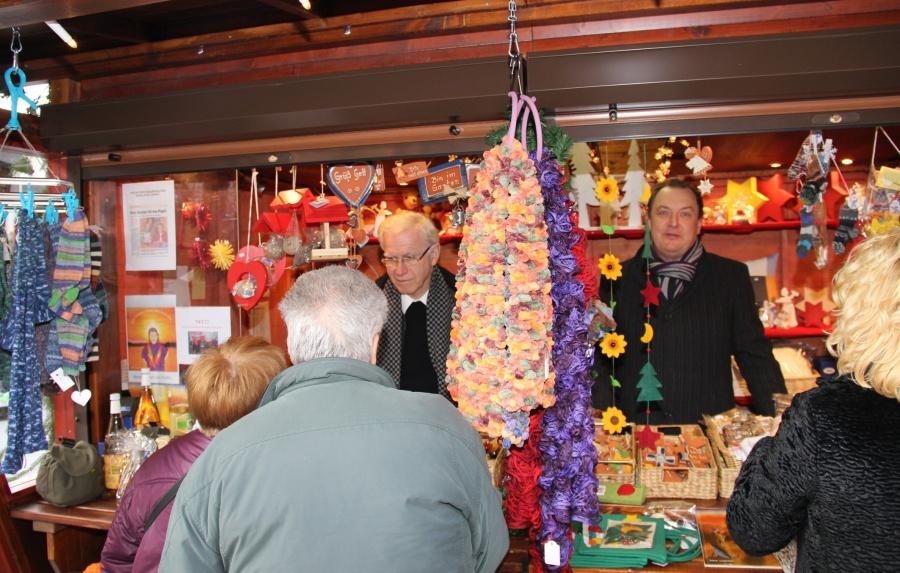 zu 94-cs_Caritas_Weihnachtsmarktstand_Archivbild_CS_IMG_2306