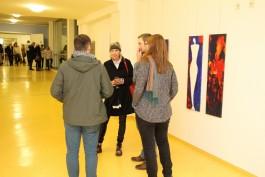 Vitos OKK Elke Kley spricht mit interessierten Besuchern