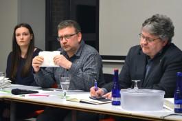 jpg; Praktikantin Loreen Hess, Kassierer Andreas Hoffmann, Vorstandssprecher Ralf Zwengel