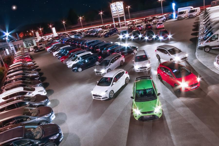 4 Ford Sorg-Jahreswagen Nachts Warm-Ton mit Herz