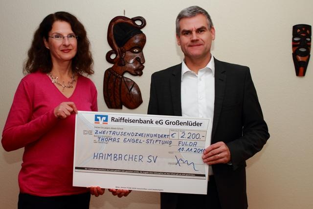 scheckuebergabe-hsv-te-stiftung-november-2016